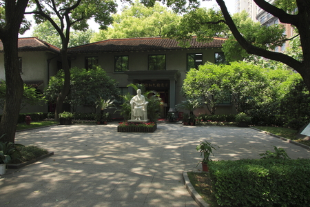 heritage protection: Huaihai Zhong Road, Shanghai Soong Ching lings former residence is located, was great the important place of permanent residence of Soong Ching ling and State activities.