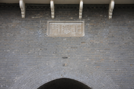 regional: The front door is commonly known as the zhengyang gate, including its drawbridges and towers, the strict sense of the term, the front door is the concept of a regional, range and in front of it is the Qianmen zhushikou, fences and other areas.