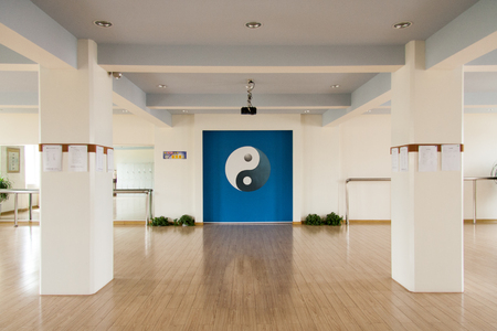chi kung: Bagua pattern of multi-function Hall Editorial