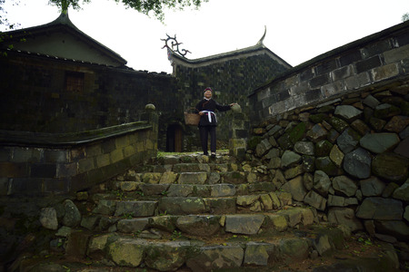 cultural and ethnic clothing: Half moon, located in Creek town, xiapu County, Fujian province, was zu villages populated by unique architectural features of the she nationality, is known as zu history and culture village.