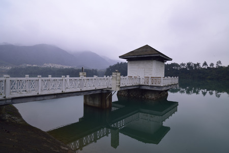 upstream: Tonglu is located in Hangzhou City, upstream, has always been known for landscapes, throughout the beautiful Fuchun river flow, water Jiang Guan, was River commentary a bright Pearl on the Golden tourist line, in 1982 the national scenic area.