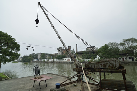 Wuzhen North Gate car stream of the working crane