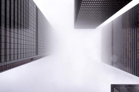 Nachschlagen des Finanzviertels von Toronto in der Innenstadt mit nebligen Himmel?