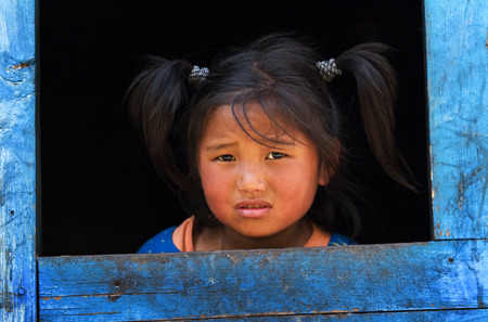 penury: ANNAPURNA CIRCUIT, NEPAL - APRIL 20: A little tibetian girl from the village of tibetan refugees in the Himalayas, Nepal on 20 April 2008. Editorial