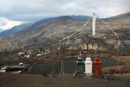hindues: Valle de Muktinath (3800 m) en el Himalaya de Nepal. Muktinath es un lugar importante del peregrinaje para los hind�es y budistas