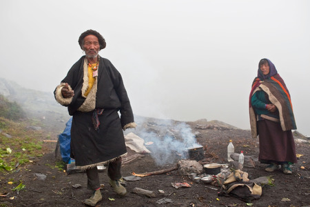 pauper: Tibetan nomads posing for a photo during Full Moon Festival on September 16, 2011 in Charka Village, Dolpo district, Nepal