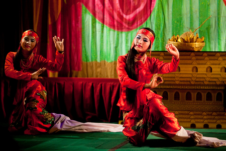 burmese: MANDALAY, MYANMAR - JANUARY 9, 2011: Burmese girls performing traditional  Burmese dance of the Spirit Medium.