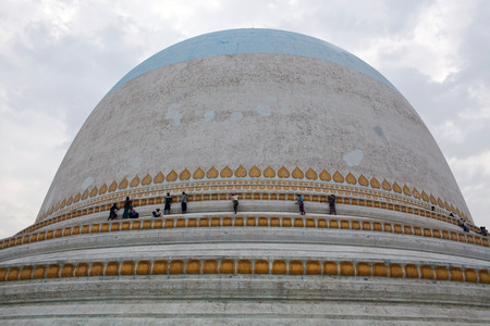 daw: Kaunghmudaw Stupa (1636) in Sagaing, Mandalay Division, Myanmar. Kaunghmudaw Stupa is 46 m high and has a circumference of 274 m Stock Photo