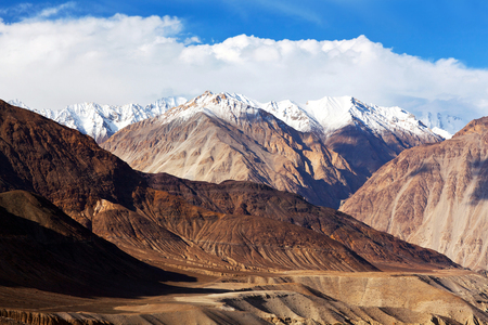 Karakoram mountain range and Nubra Valley - view from Khardung La Pass in Ladakh, North India Stok Fotoğraf