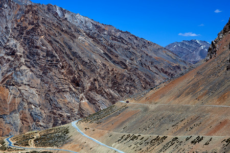 semitruck: Himalaya mountain landscape along the Manali - Leh National highway in Ladakh, Jammu and Kashmir State, North India Stock Photo