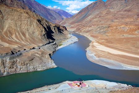 Confluence of Zanskar and Indus rivers in Ladakh, Jammu and Kashmir state, India Reklamní fotografie