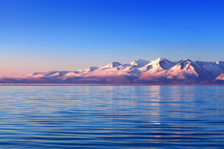 Lake Manasarovar in Western Tibet. According to the Hindu religion, the lake was first created in the mind of the Lord Brahma after which it manifested on Earth Foto de archivo
