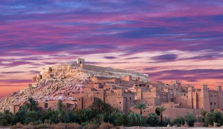 ワルザザート市内、アフリカのモロッコの Ait ハドゥ カスバのパノラマ 写真素材