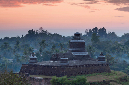 archaeologically: Famous ancient Htukkanthein stupa at sunset in Mrauk U, Myanmar. Mrauk U is an archaeologically important town in northern Rakhine State. It was the capital of Mrauk U Kingdom from 1430 to 1785. Editorial