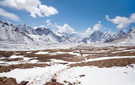 Straße zum Everest Base Camp - Himalaya-Berglandschaft im Sagarmatha-Nationalpark, Nepal, Himalaya Standard-Bild - 85158118