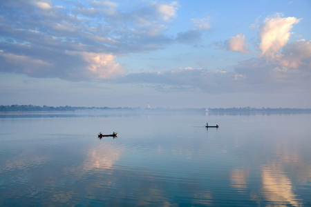 Boats with fishermen on Thaungthaman Lake in Amarapura, Mandalay Division, Myanmar Stock Photo