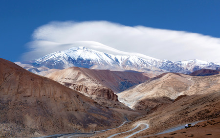 Himalayan berglandschap langs Manali - Leh National Highway in de staat Ladakh, Jammu en Kasjmir, India