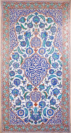 Iznik lapis tiles with floral pattern in the tomb of Selim II in Istanbul, Turkey 版權商用圖片