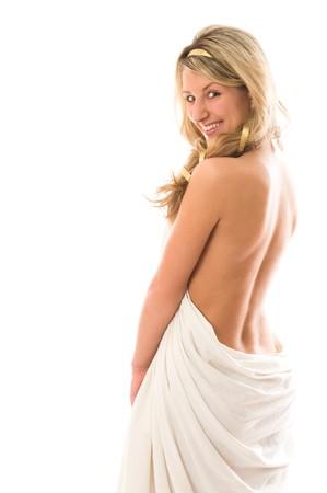 diosa griega: Atractiva chica sonriente vestida como una diosa griega. Aislado sobre fondo blanco