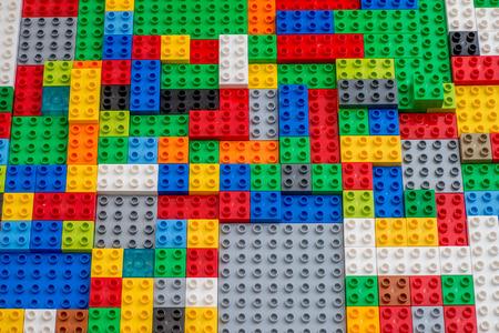 Duplo stenen zijn Lego product voor youg kinderen Stockfoto - 52461047