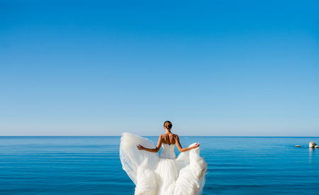 the bride in a wedding dress on sea background Stockfoto